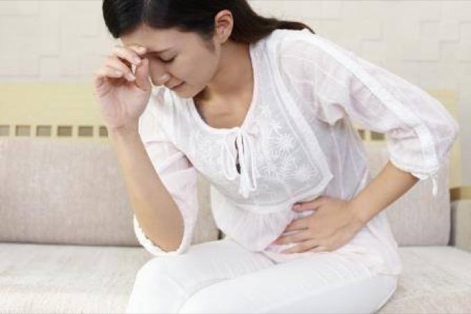 腹痛の写真